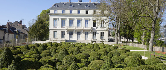 http://www.orleans-metropole.fr/fileadmin/_processed_/csm_jardin-helene-cadou_a60ebd1671.jpg